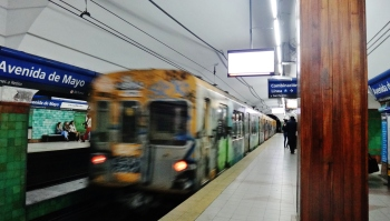 Buenos Aires subway approaching
